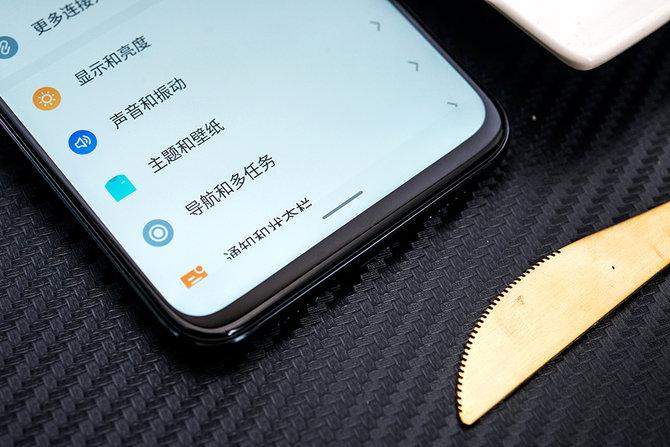 200万美金定制的屏幕让魅族x8带来更小的刘海,同时在手机刘海位置图片