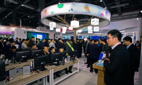 锐捷网络亮相第75届教育装备展___技术变革引爆教育信息化2.0