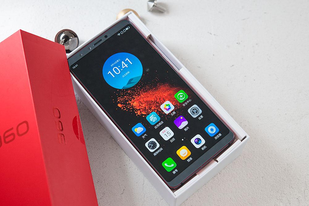 360手机N7 Pro开箱:红黑搭配力量美感