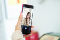 AICALL V9美女图赏:水银弧机身+AI智慧体验