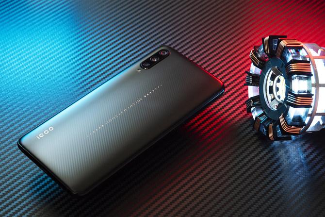 iQOO评测:骁龙855/12G内存 不是游戏手机更胜游戏手机