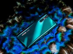 vivo X27翡翠色:忍不住总要拿出来欣赏一下的手机