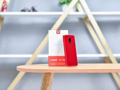高颜值CP组合 一加手机7珐琅红/曜岩灰图赏