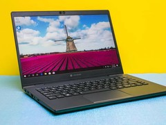 图赏:夏普推出全球最轻13.3笔记本 仅有860克