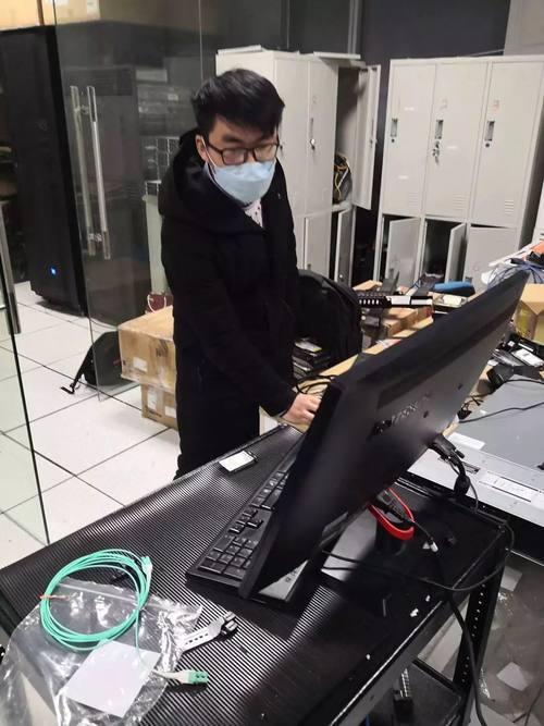 华云数据向武汉红十字会医院捐赠安超云一体机