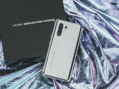 X30 Pro限量版开箱:alexanderwang联名+全镜面设计
