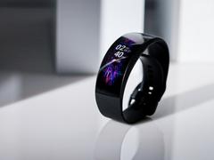 曲面表盤 鈦合金機身 華米Amazfit X未來概念手表圖賞
