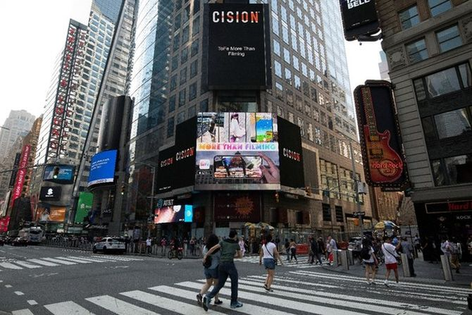 ToFe APP iOS版本全新上线软件外包_  炫酷AR特效表态纽约时代