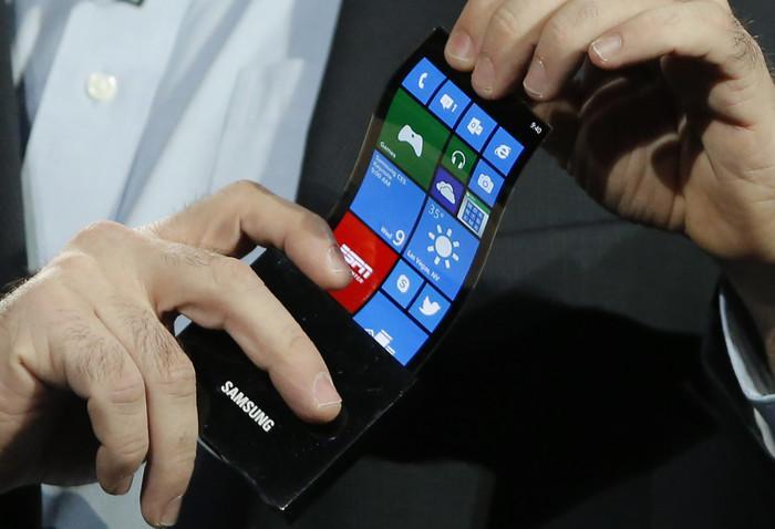 三星首款折叠屏手机即将亮相,苏宁带你共同见证