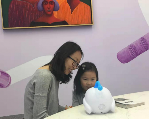 智伴儿童机器人1X开售 人工智能让育儿教育事半功倍