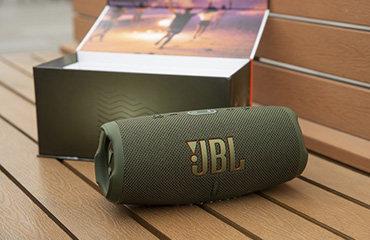 JBL CHARGE 5蓝牙低音炮体验:防尘防水 荒野求生都不怕